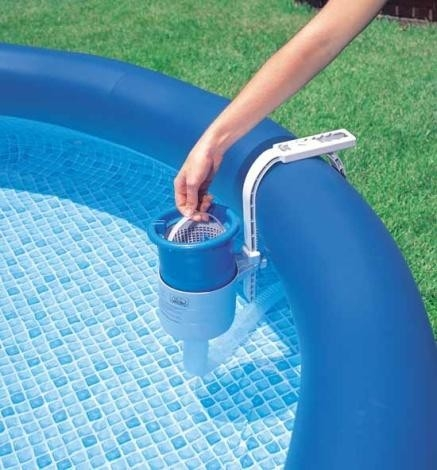 Skimmer s kartušovou filtrací. Bez čištění se neobejde ani nafukovací bazén