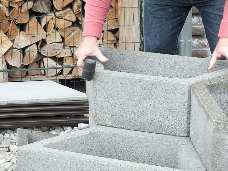 stavba z betonových tvárnic