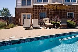 Jaké posezení vybrat k bazénu?
