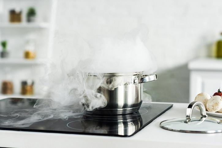 Při vaření uniká velké množství páry, používejte digestoř