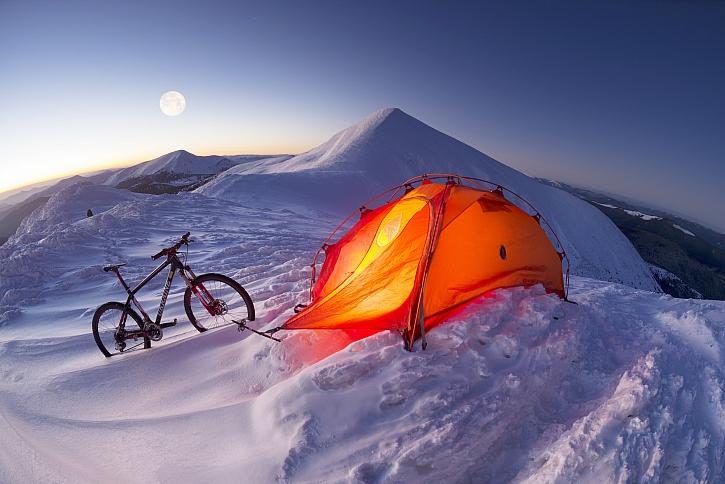 Sníh, stan, kolo