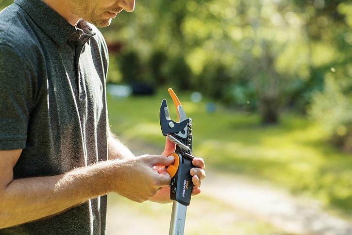 Nové zahradní univerzální nůžky Fiskars PGX