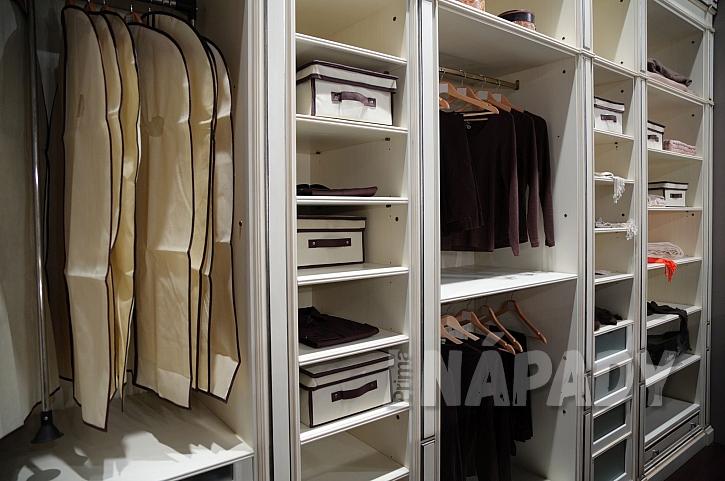 Otevřená vestavěná skříň