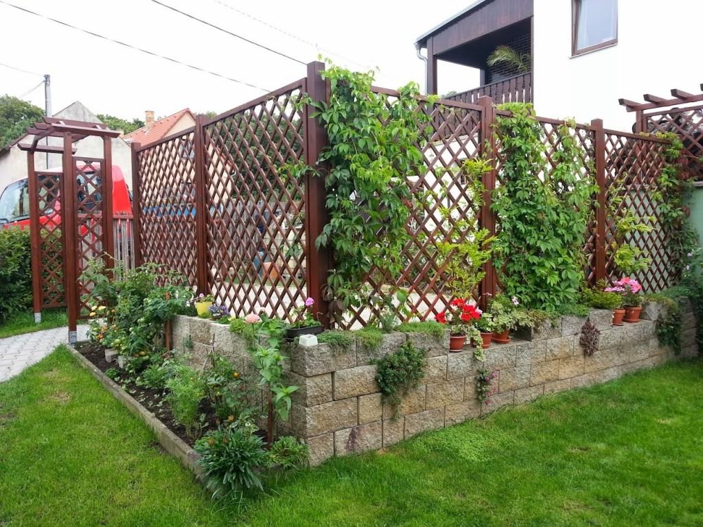 Dekorativní mříže na pěstování popínavých rostlin