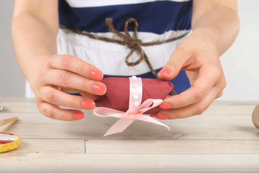 Jak vyrobit malou dárkovou krabičku z roličky od toaletního papíru