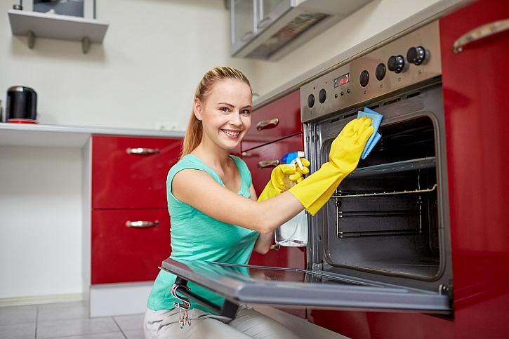 Čistění trouby může být snadné a rychlé, nebo zdlouhavé a namáhavé (Zdroj: Depositphotos)