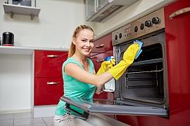 Jak vyčistit připálenou troubu snadno a rychle