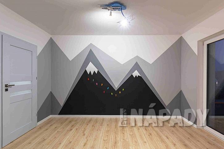 Dětský pokoj s dřevěnou podlahou