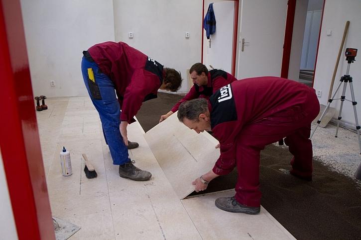 Nová podlaha snadno a rychle - suchá plovoucí podlaha