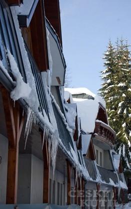Jaké nejčastější problémy s okapy můžete v zimním období čekat? (Zdroj: Lindab)