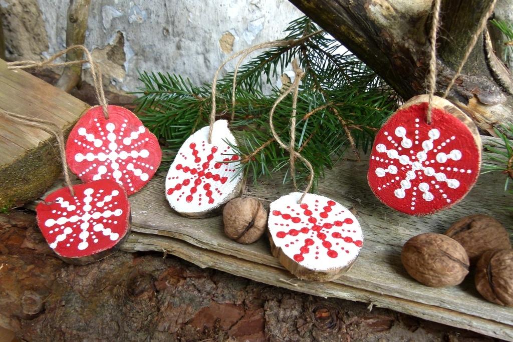 Vánoční ozdoby z borových větví: Puntíkování tužkou