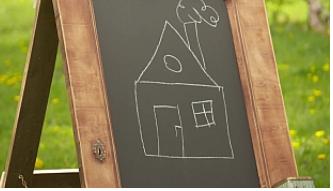 Školní tabule a zásoby křídy se nám ještě budou doma hodit (Zdroj: Prima DOMA)