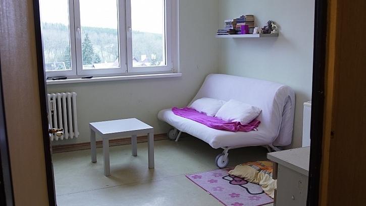 Ve dne gauč, v noci postel, v malém prostoru často jediné řešení.
