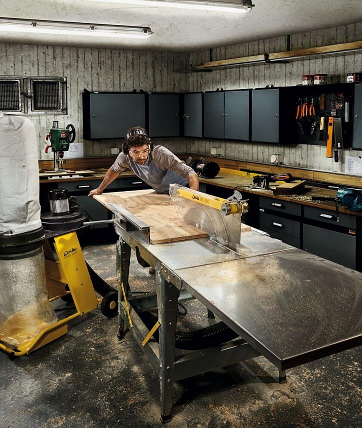 Neocenitelným pomocníkem při práci se dřevem jsou různé druhy pil - například stolní kotoučová pila