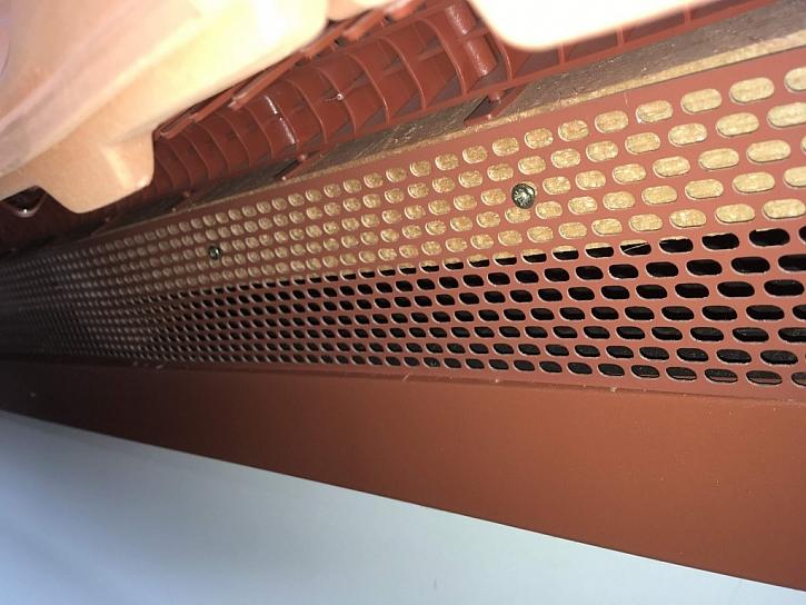 Nové ochranné pásy brání vniknutí ptáků do střechy