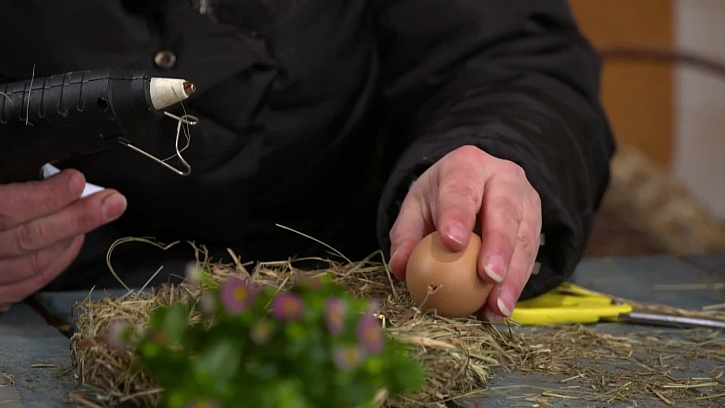 Lepení vajíčka na věnec
