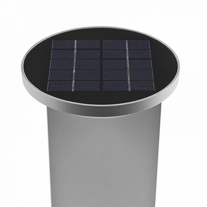 Solární panel na hlavě svítidla