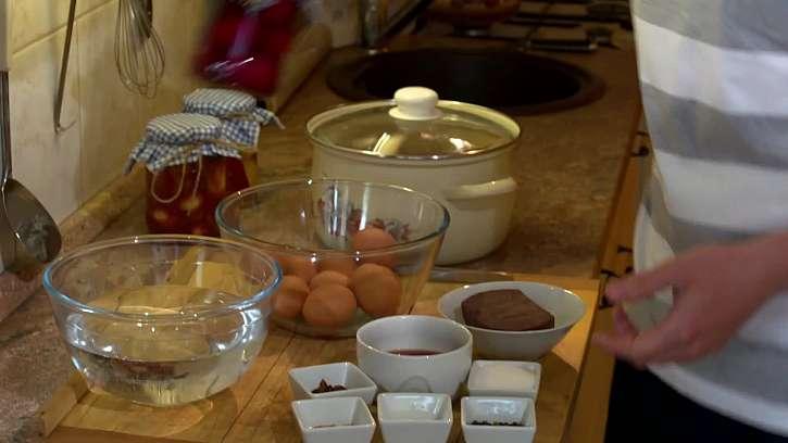 Potřeby na výrobu vařených nakládaných vajec.