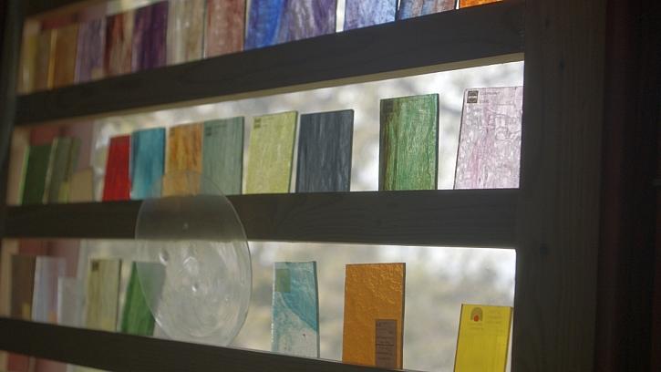Barevné sklo je základ vitráží