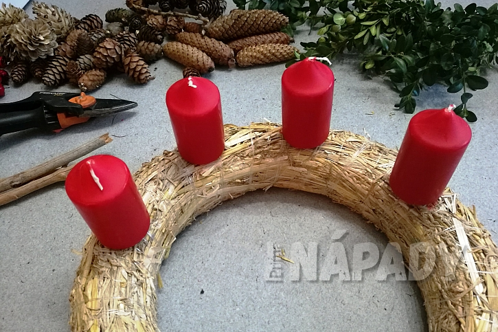 Červené adventní svíčky
