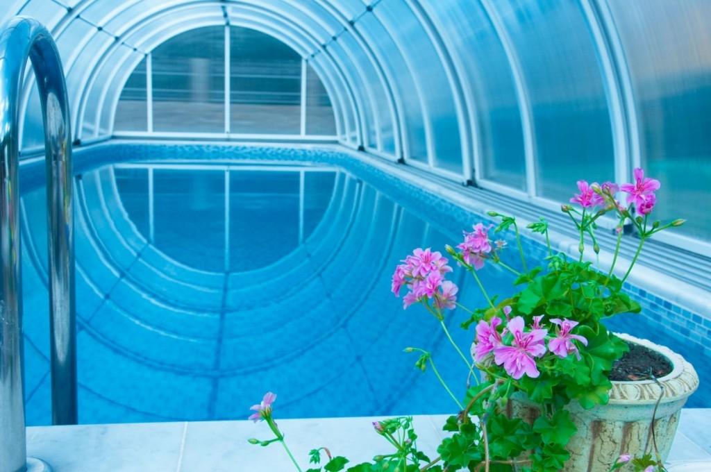 Jak vybrat bazénové zastřešení