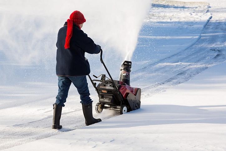 Dvoustupňové benzínové frézy zvládnou i velkou sněhovou nadílku
