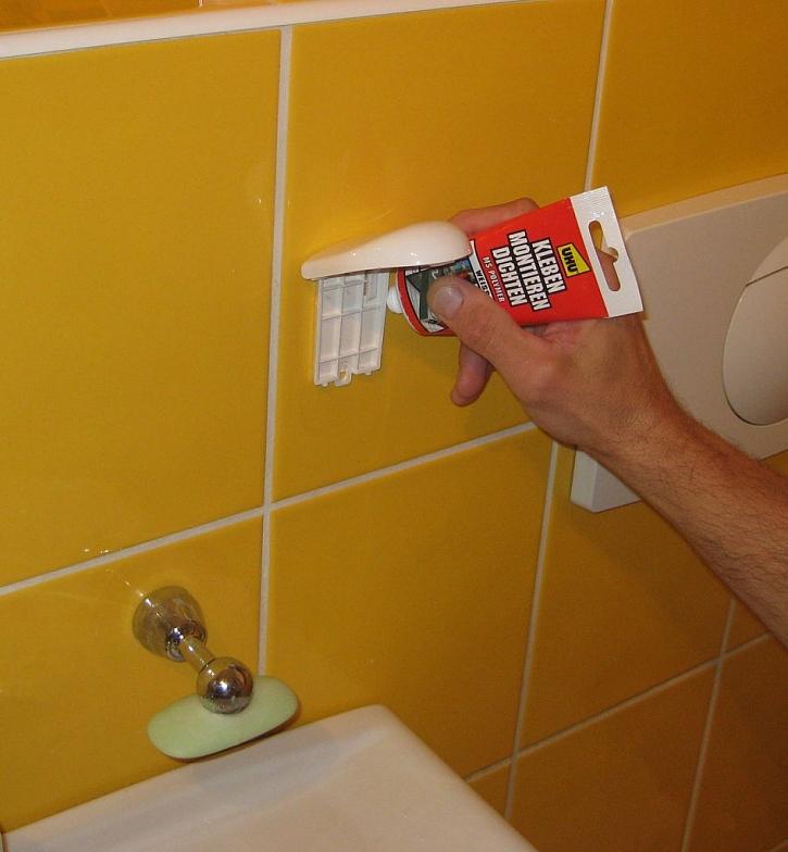 Moderní lepení, tmelení a opravy v koupelnách