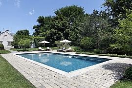 Jak si poradit s úpravou okolí nadzemního bazénu