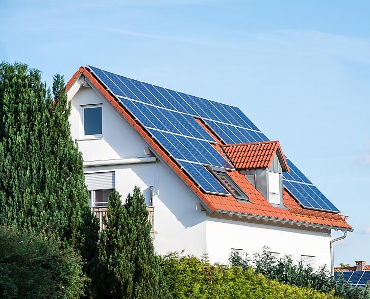 Fotovoltaika s bateriemi? Výhodnější, než se zdá