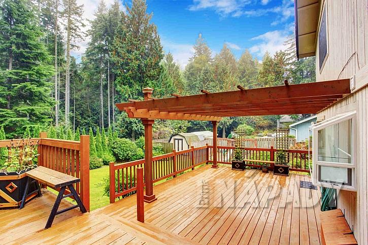 Dřevěná pergola s podlahou