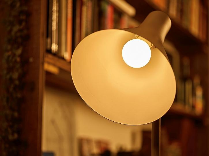 úsporná lampa