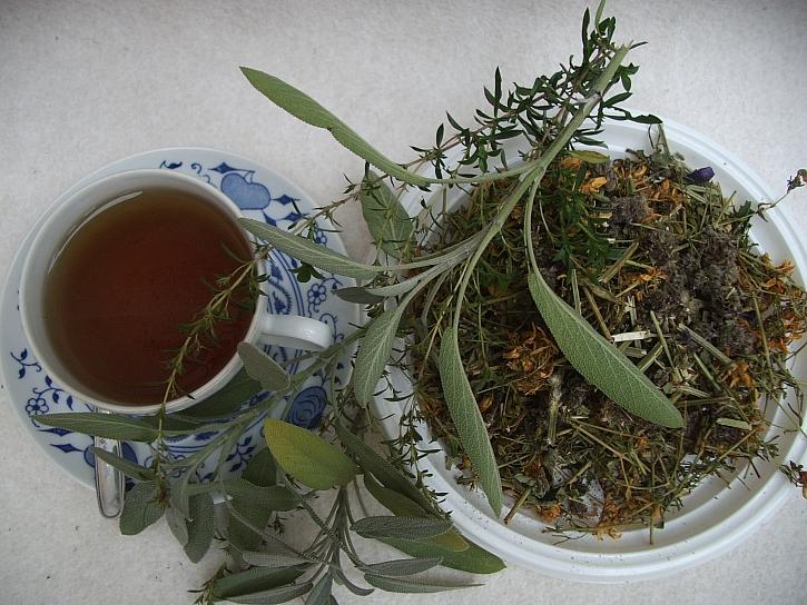 Bylinkový čaj patří do čajové atmosféry zimních večerů (Zdroj: Ludmila Dušková)