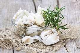 Je nejvyšší čas zasadit česnek. Jak to udělat, aby úroda byla bohatá?