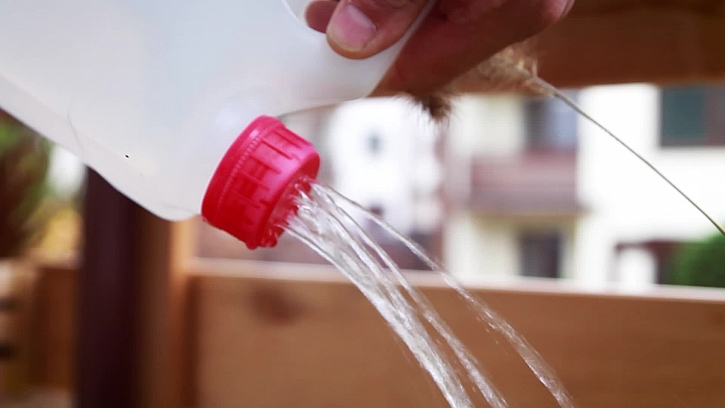 Rychlovýroba konve z plastové láhve