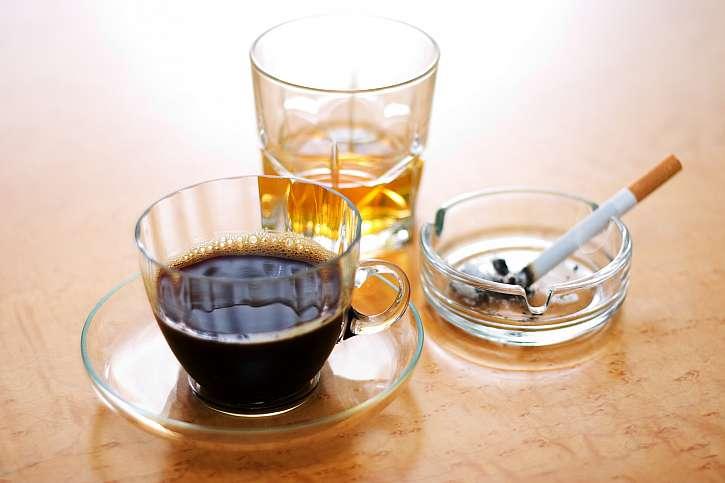 Káva, alkohol, cigarety
