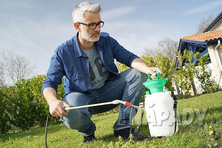 Postřik herbicidy proti plevelům