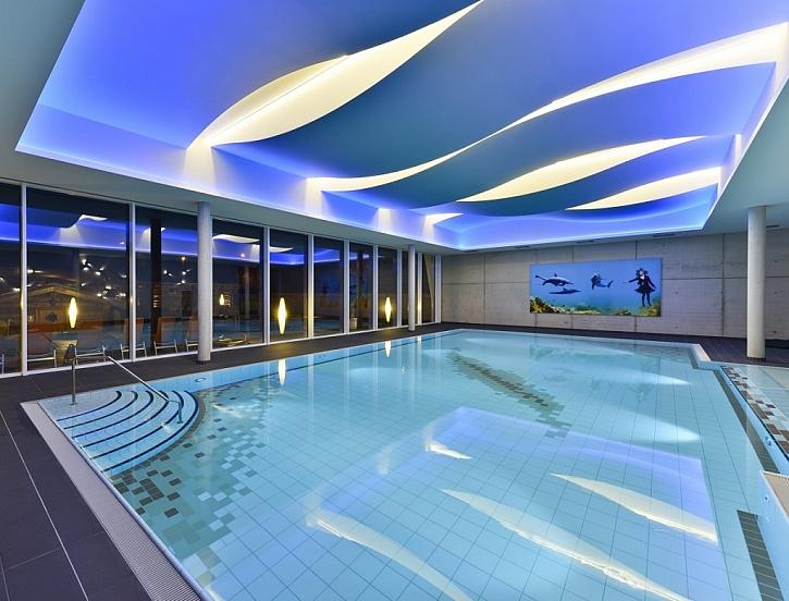 Do prostor s vyšší relativní vlhkostí (bazény, sauny...) je ideální kombinace desek fermacell Powerpanel H2O a nátěrů z portfolia Baumit.