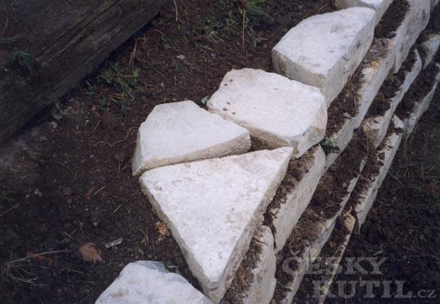 Stavba kamenné zídky nasucho