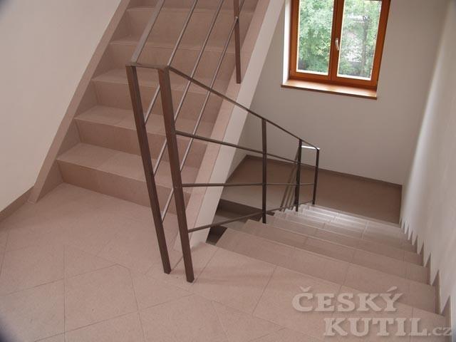 Zakřivené a lomené schodiště