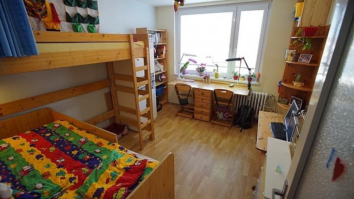 Dětský pokoj pro dvě slečny byl prostorný