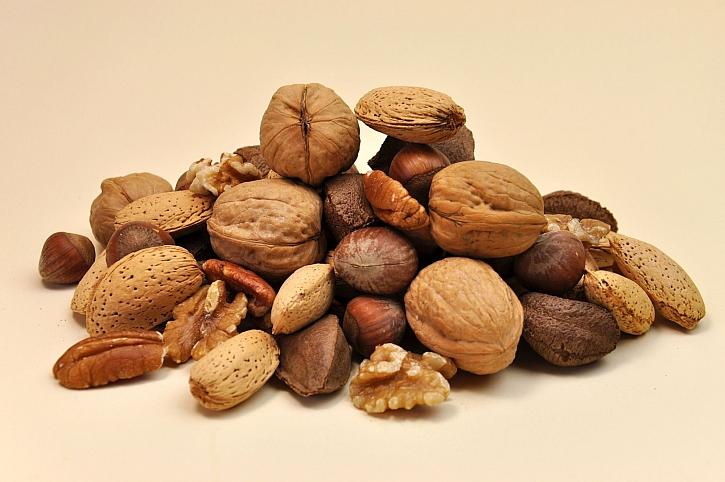 Různé ořechy a oříšky by v našem jídelníčku neměly chybět (Zdroj: Depositphotos)