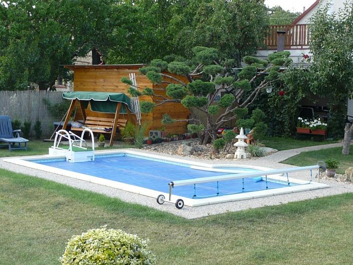 Krycí plachty na bazény plní hned několik funkcí