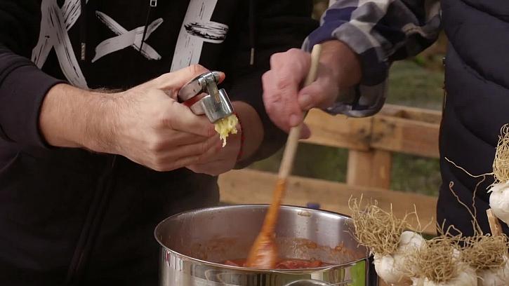 Prolisování česneku