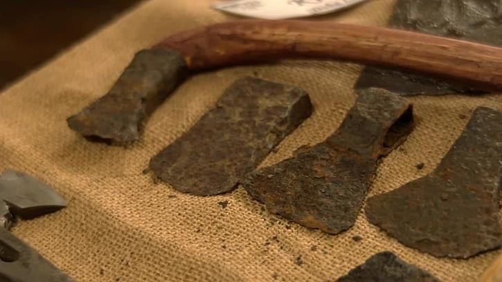 2500 let staré sekery