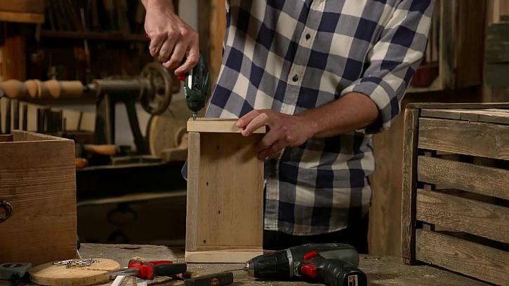 Dřevěný úložný kastlík