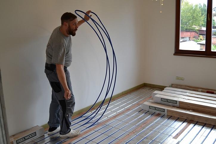 Pokládka dřevěné podlahy na podlahové topení – video