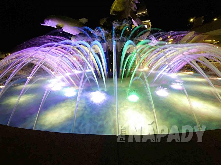Barevná fontánka
