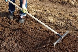 Jakým nářadím si ulehčíte přípravu jarní zahrady na novou sezonu?