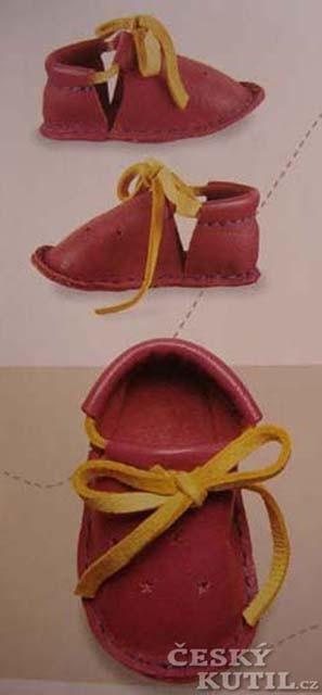 Ševče, drž se svého kopyta! Výroba kožených sandálů tradičním postupem.