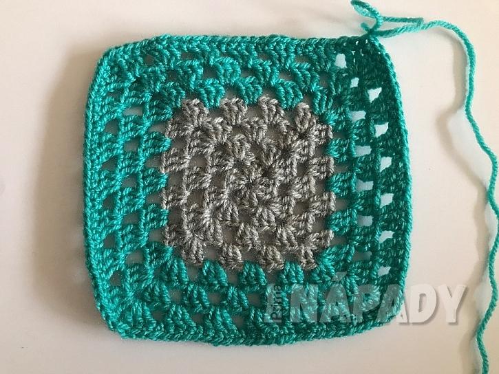 Originální háčkovaná patchworková deka: změna barvy